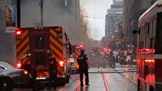 Полиция и пожарные на месте взрыва в финансовом районе Торонто, Канада. 1 мая 2017