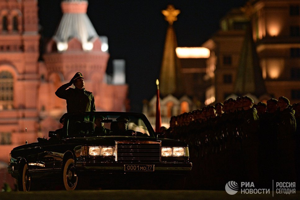 Автомобиль министра обороны РФ на репетиции парада Победы на Красной площади в Москве
