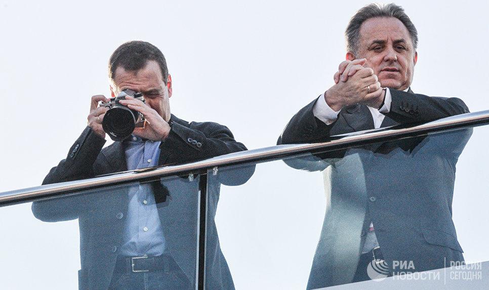 Премьер-министр РФ Дмитрий Медведев и заместитель председателя правительства РФ Виталий Мутко на российском этапе чемпионата мира Формула-1