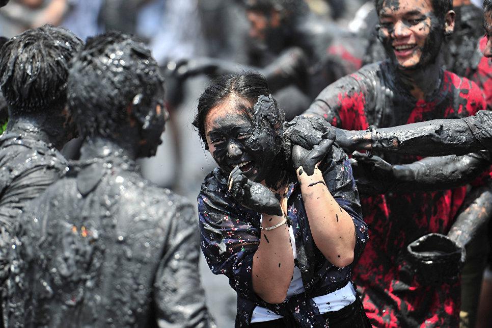 Во время карнавала Монихэй в провинции Хэнань, Китай