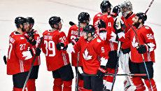 Хоккеисты сборной Канады после окончания матча 1/2 финала Кубка мира по хоккею