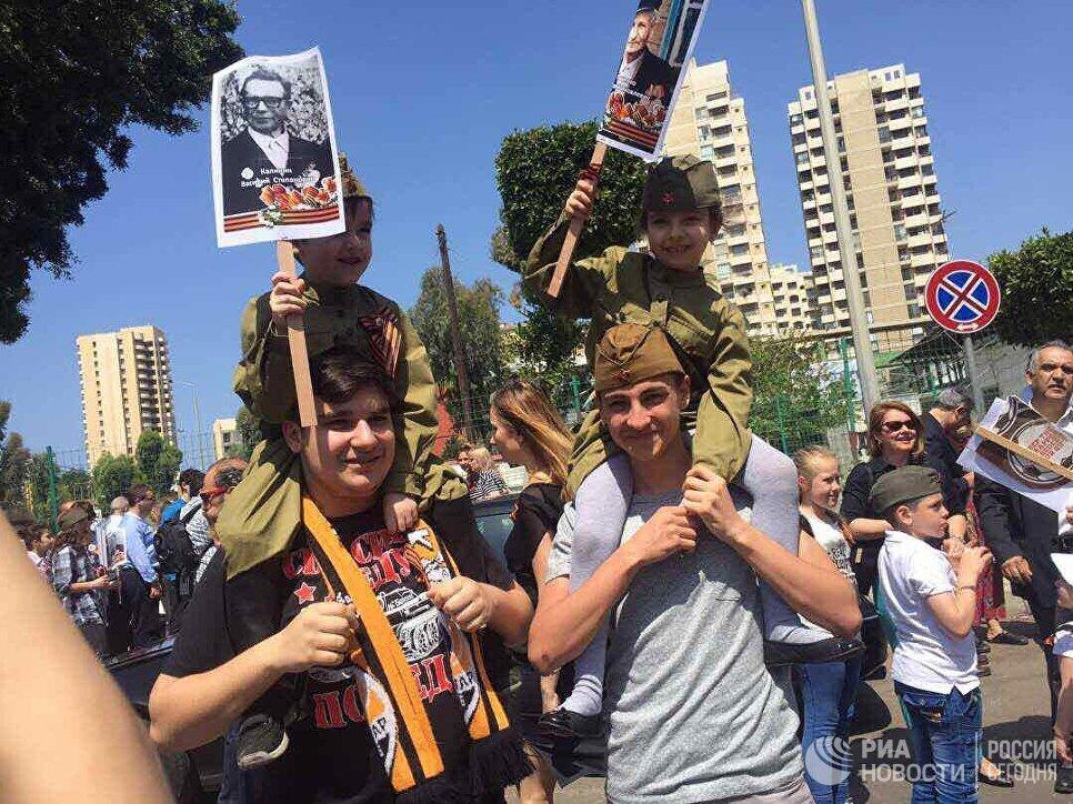 Участники акции Бессмертный полк в Бейруте