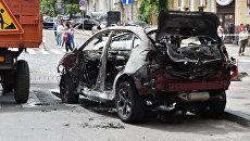 Взорванный автомобиль на перекрестке улиц Богдана Хмельницкого и Ивана Франко, в котором погиб журналист Павел Шеремет. Архивное фото