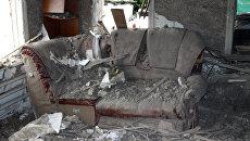 Последствия обстрела в Донбассе. Архивное фото