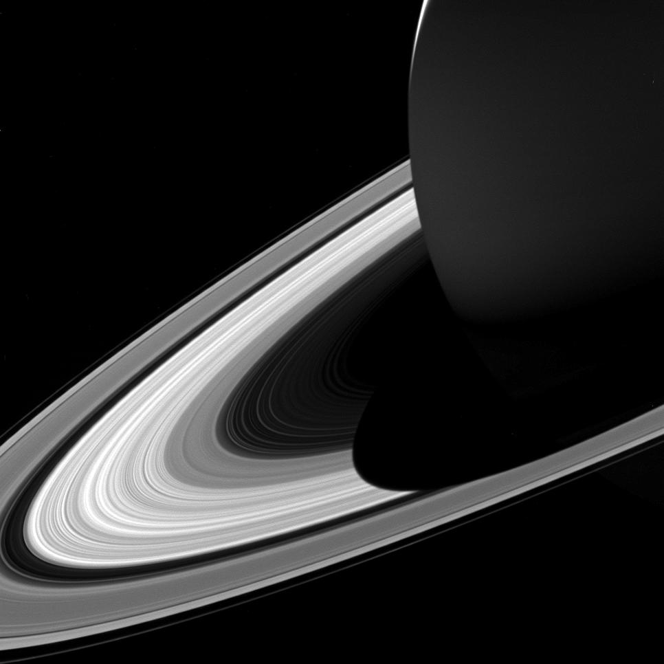 Кольца Сатурна, покрытые его тенью