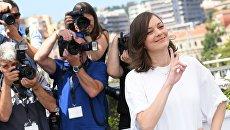 Актриса Марион Котийяр во время фотоколла фильма Призраки Исмаэля (Франция) в рамках 70-го Каннского международного кинофестиваля. 17 мая 2017
