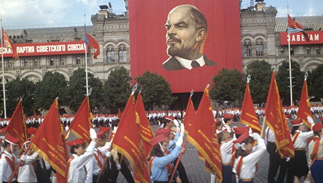 Парад на Красной площади, посвященный Дню рождения Всесоюзной пионерской организации имени В. И. Ленина
