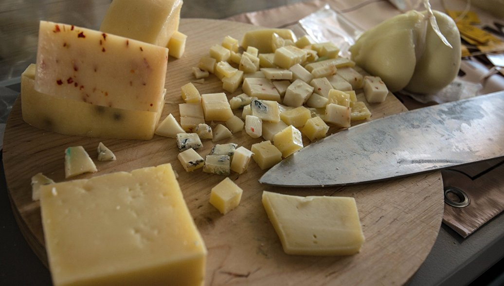 Сырная продукция на сырном фестивале в Истринском районе Московской области. Архивное фото