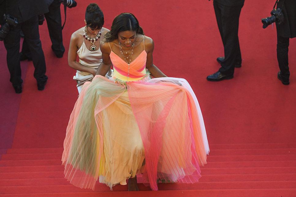 Британская актриса Наоми Харрис на красной дорожке церемонии открытия 70-го Каннского международного кинофестиваля