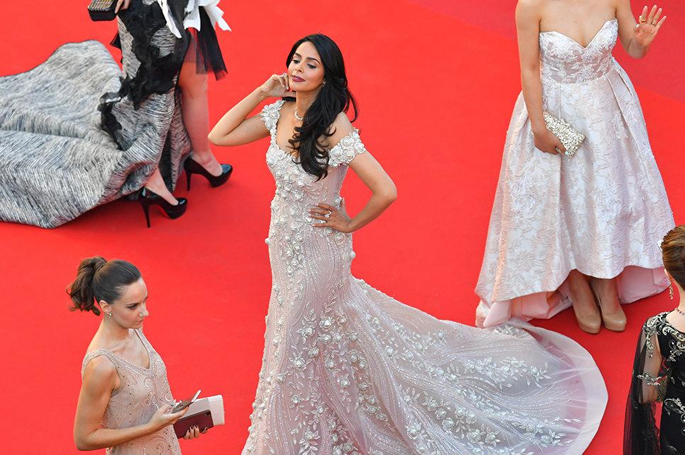 Индийская актриса Малика Шерава на красной дорожке церемонии открытия 70-го Каннского международного кинофестиваля