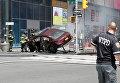 Автомобиль, врезавшийся в толпу пешеходов на Таймс-Сквер в Нью-Йорке. 18 мая 2017