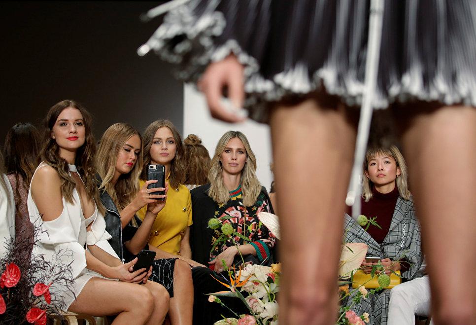 Гости показа коллекции C/MEO Collective на неделе моды в Австралии