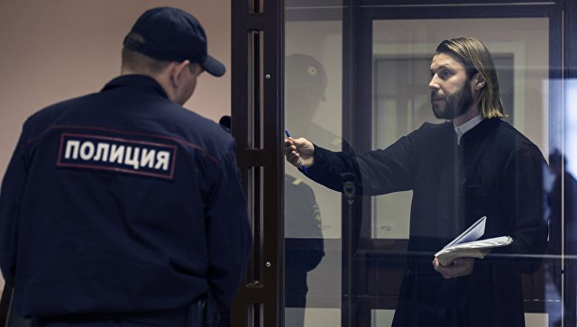 Суд приговорил священника Грозовского к 14 годам заключения за педофилию