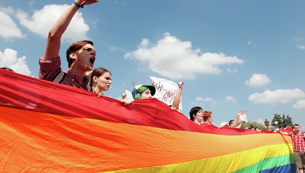Португальский парламент разрешил однополым парам усыновлять детей
