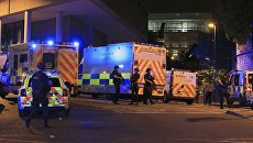 Полиция возле Манчестер-Арены, где прогремели взрывы, 23.05.17