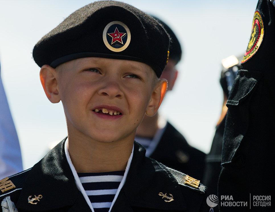 Юный участник соревнований морской флотилии Артека в рамках II Всероссийского сбора юных моряков Дорога в море