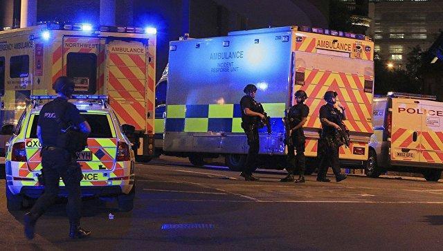 Полиция возле Манчестер-Арены, где прогремели взрывы. Архивное фото