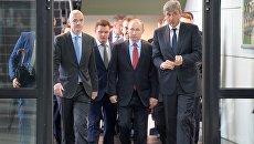 Президент РФ Владимир Путин во время посещения детско-юношеской Академии футбольного клуба Краснодар. 23 мая 2017