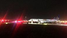 Самолет авиакомпании United Airlines аэропорту Ньюарк Либерти в Нью-Джерси, США. 23 мая 2017