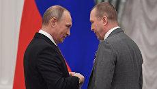 Президент РФ Владимир Путин и художественный руководитель Государственного театра наций Евгений Миронов. Архивное фото