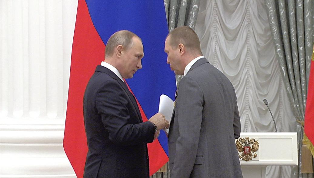 Евгений Миронов передал Путину письмо в защиту Серебренникова
