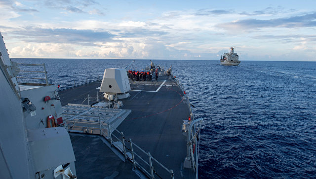 Эскадренный миноносец ВМС США Dewey готовится к проходу в Южно-Китайском море. Архивное фото
