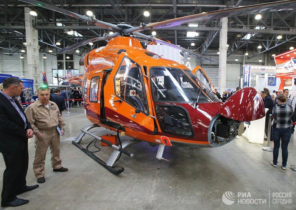 Лёгкий многоцелевой вертолёт Ансат на X международной выставке вертолетной индустрии HeliRussia в Международном выставочном центре Крокус Экспо в Москве