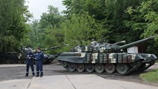 Танки Т-72 на презентации военной техники, приуроченной ко Дню Европы на Украине