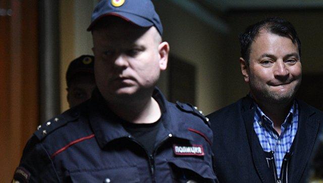 Неменее 30-ти деятелей искусства поручились заМалобродского