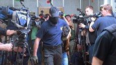 Обвиняемый в подготовке терактов в Москве М. Ашуров в Мещанском суде. 26 мая 2017