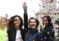 Креативный директор компании Подиум-маркет Полина Киценко, модель Изабель Гулар, основатель фонда Обнаженные сердца Наталья Водянова и модель Наоми Кэмпбелл (слева направо) перед стартом благотворительного зеленого марафона Бегущие сердца.