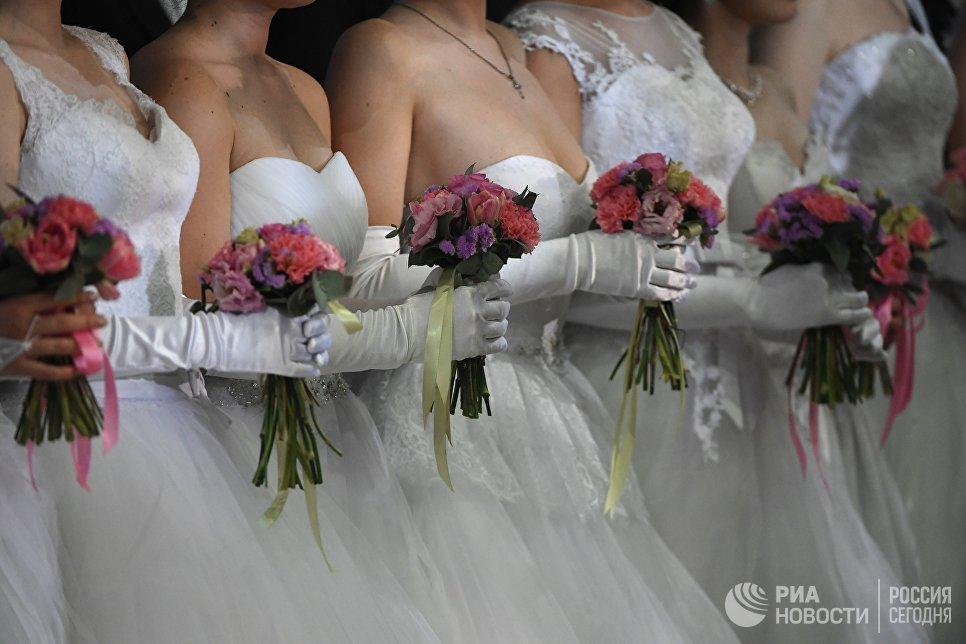 Участники пятнадцатого благотворительного Венского Бала в Гостином дворе в Москве