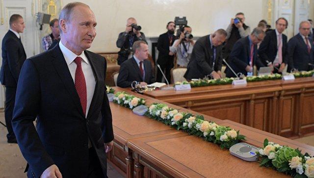 Встреча президента РФ Владимира Путина с руководителями международных информационных агентств на Петербургском экономическом форуме