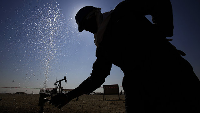 Нефть дешевеет после роста на фоне новостей из Саудовской Аравии