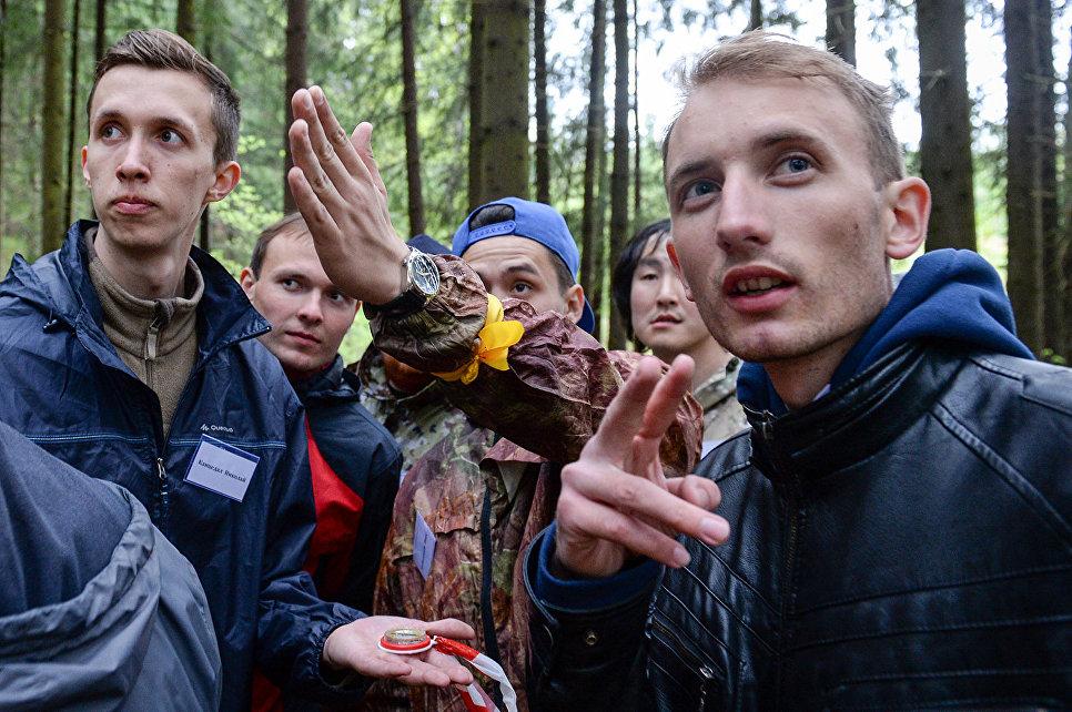 Волонтеры не сидели без дела: они провели экологическую акцию по очистке участка леса от бытового мусора