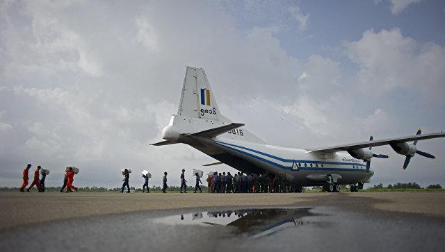 Транспортный самолет Shaanxi Y-8 ВВС Мьянмы. Архивное фото