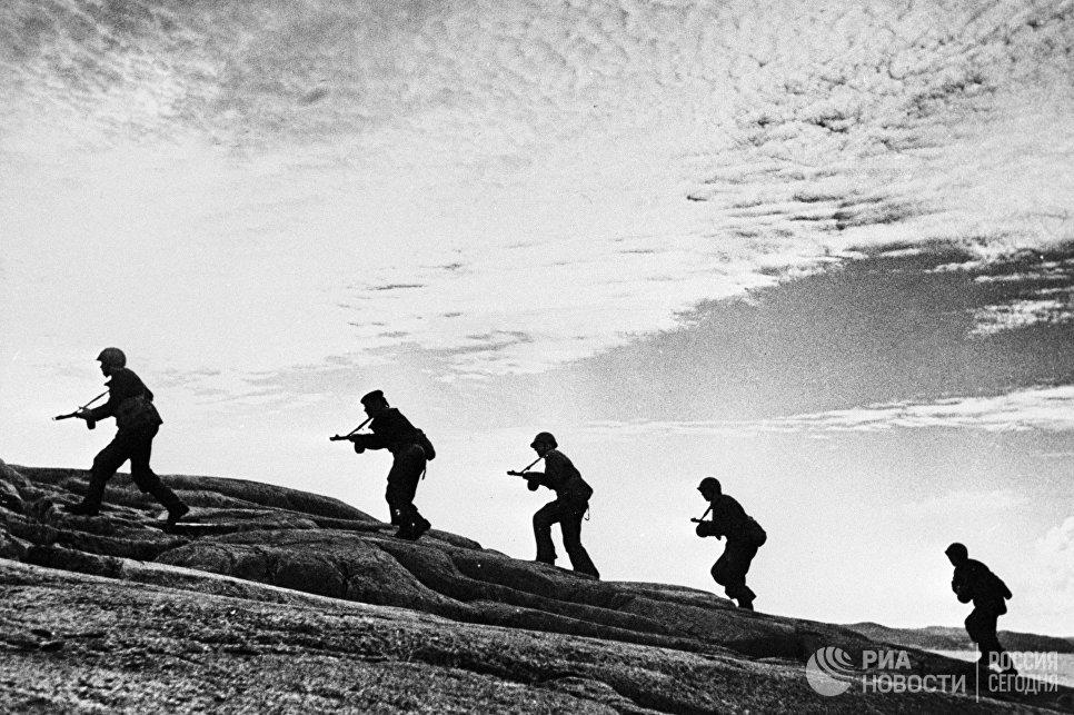 Моряки-разведчики Северного флота на оккупированном фашистами берегу
