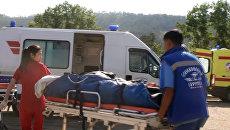 Сотрудники Сибирского регионального центра МЧС России производят санитарно-авиационную эвакуацию пострадавших при ДТП из г. Петровск-Забайкальский в г. Улан-Удэ. 12 июня 2017