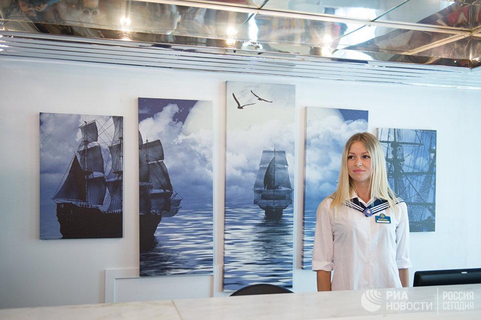 Менеджер на борту круизного лайнера Князь Владимир