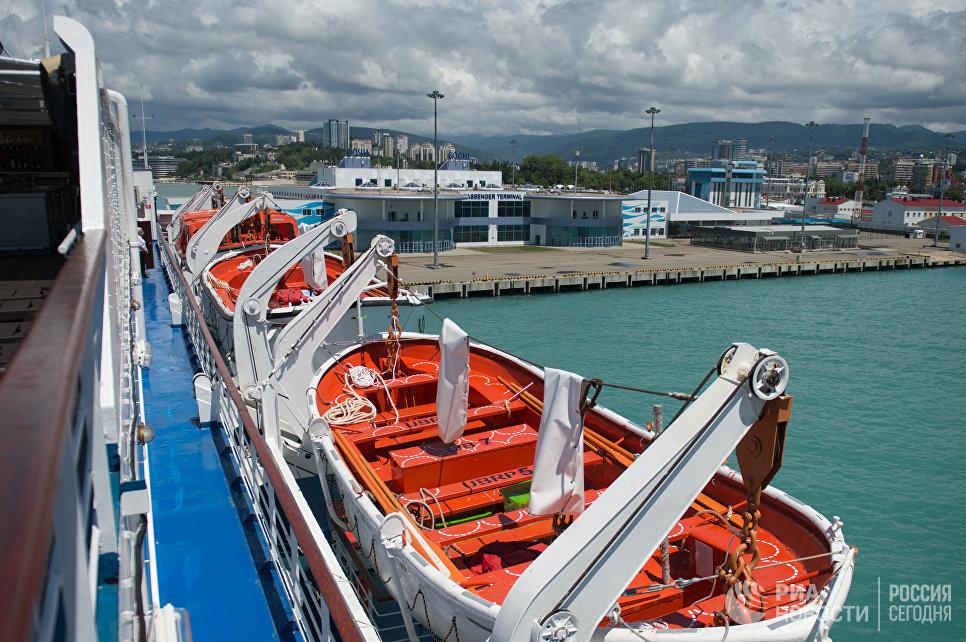 Спасательные шлюпки на борту круизного лайнера Князь Владимир