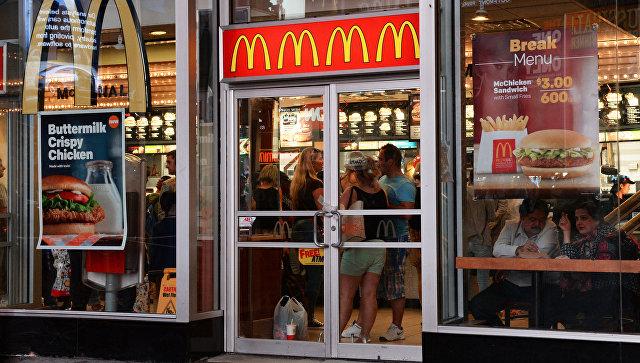 Ресторан быстрого питания Макдоналдс в Нью-Йорке. Архивное фото