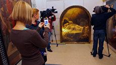 Демонстрация картины Карла Брюллова Христос во гробе в Русском музее. Архивное фото