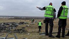 Голландские эксперты проводят работы на месте крушения малайзийского Boeing, выполнявшего рейс MH17 Амстердам — Куала-Лумпур. Архивное фото