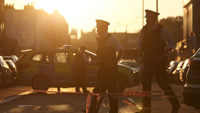 Фургон наехал на людей вблизи мечети в Лондоне
