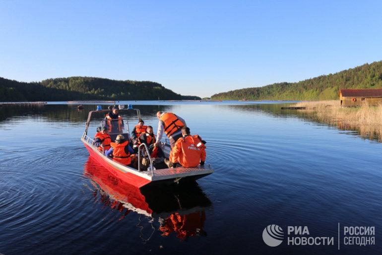 Спасатели обследовали почти 50 кв км воды и суши в