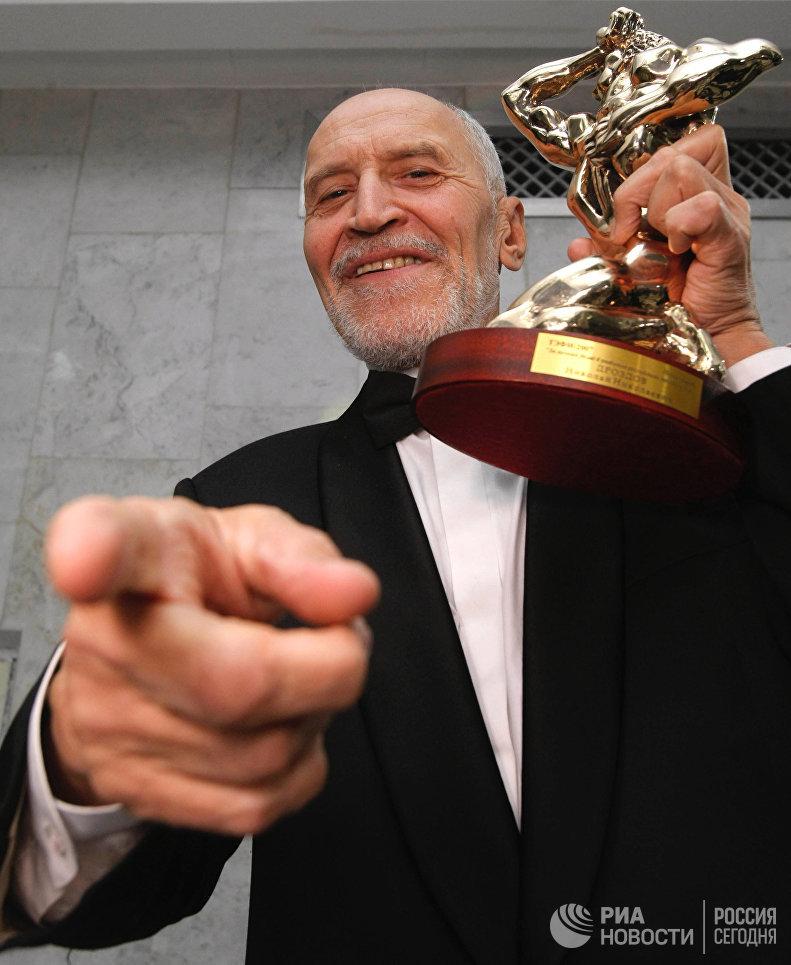 Автор и ведущий программы В мире животных Николай Дроздов, удостоенный премии ТЭФИ-2007