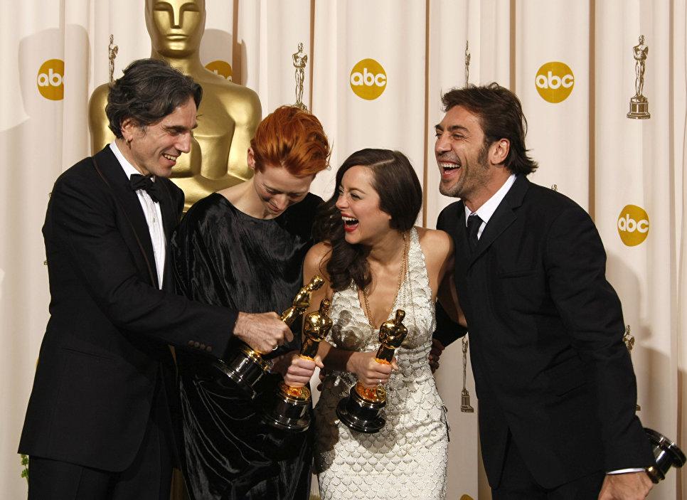 Дэниел Дэй-Льюис, Тильда Суинтон, Марион Котийяр и Хавьер Бардем с Оскарами на 80-ой церемонии вручения премии