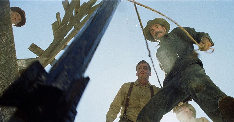 Кадр из фильма Нефть