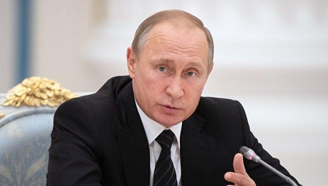 Путин поручил Минобрнауки поднять качество экспертизы учебников
