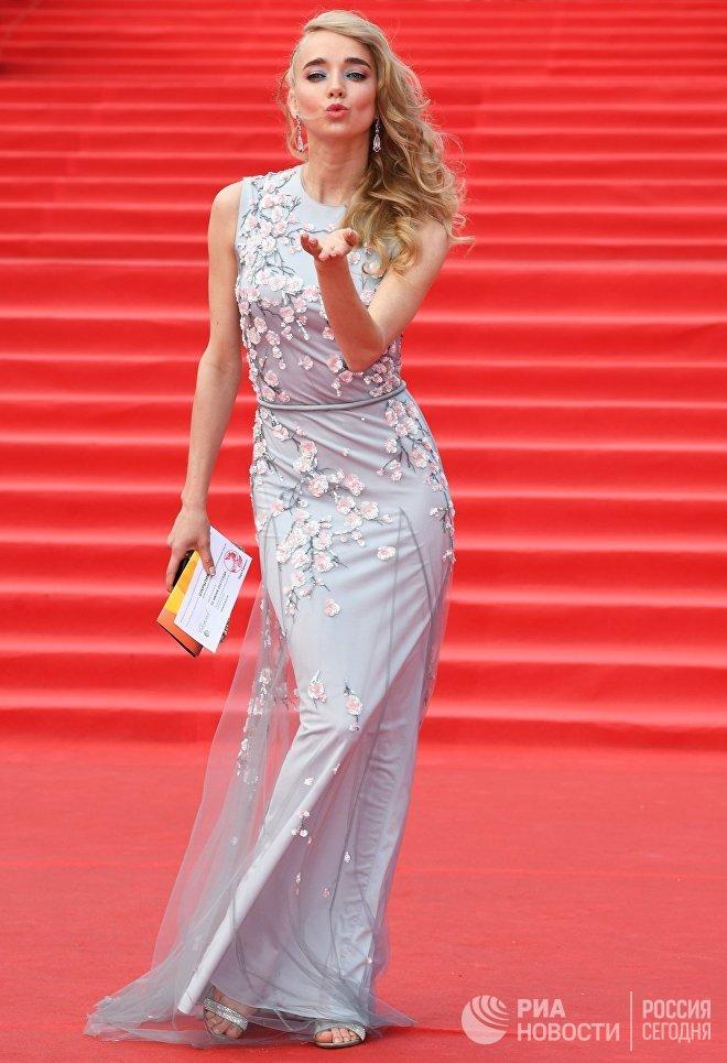 Актриса Алена Чехова на церемонии открытия 39-го Московского международного кинофестиваля в Москве